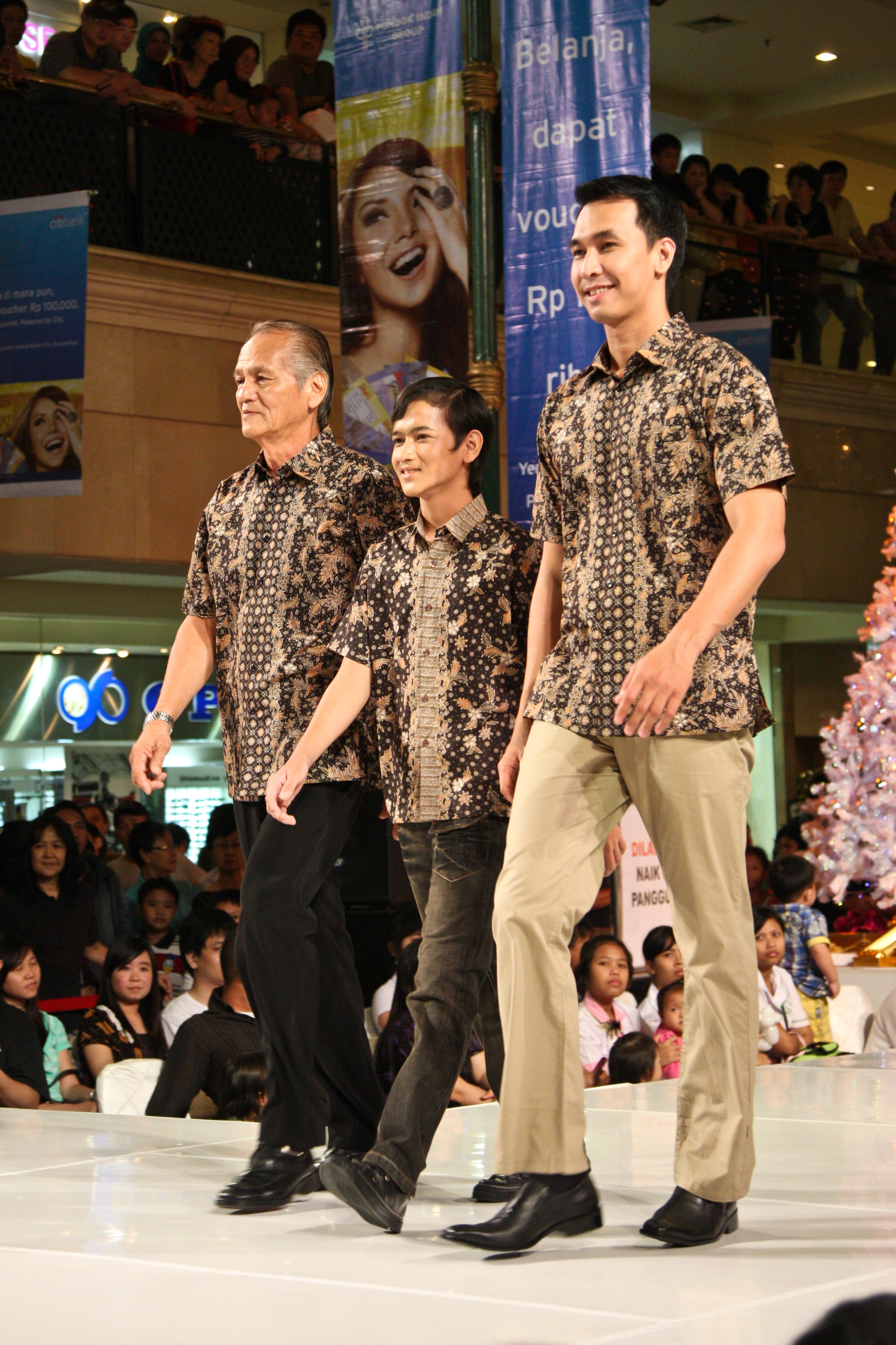 Fashion Show Pesona Nusantara